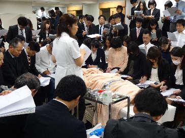 専門学校での婦人科領域鍼灸セミナー風景